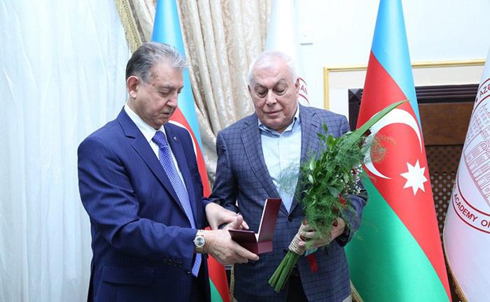 """Akademik Tofiq Nağıyev """"Azərbaycan Xalq Cümhuriyyətinin 100 illiyi (1918-2018)"""" medalı ilə təltif edildi"""